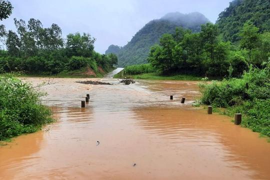 Quảng Bình: Mưa lớn gây ngập lụt chia cắt nhiều địa bàn