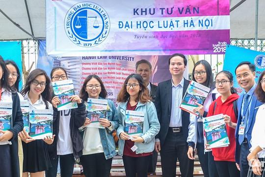 Tổ hợp C00 ngành Luật Kinh tế của Trường ĐH Luật Hà Nội lấy 29.25 điểm