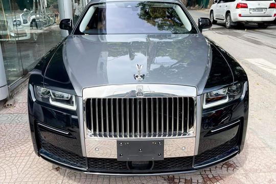 Rolls-Royce Ghost EWB 2021 đầu tiên về Việt Nam, giá hơn 40 tỉ đồng.