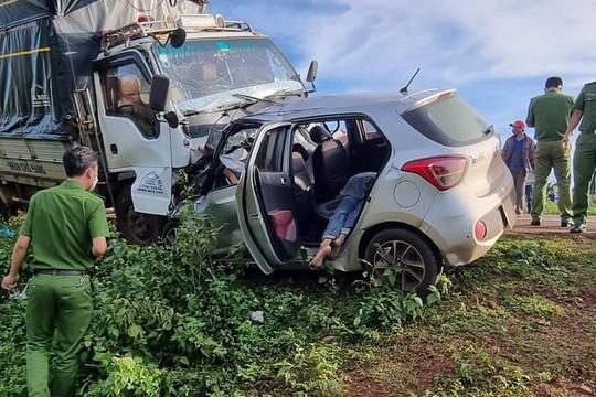 Hai xe ô tô đi ngược chiều tông nhau, 3 người tử vong tại chỗ