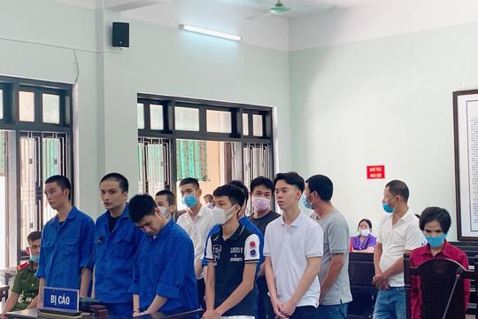 Xét xử 12 bị cáo trong vụ án đánh bạc qua mạng Internet