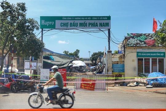 Phong tỏa chợ đầu mối ở quận Hoàng Mai – Hà Nội vì một tiểu thương nghi nhiễm SARS-CoV-2