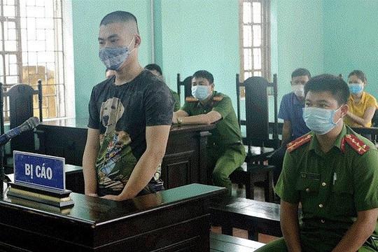 Lĩnh 10 tháng tù vì không đeo khẩu trang lại chống đối Công an