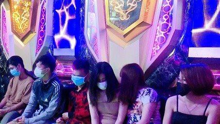 Tụ tập sử dụng ma túy trong quán karaoke bất chất dịch bệnh