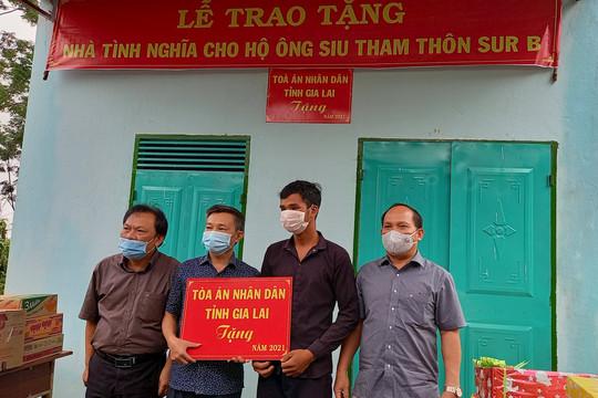 TAND tỉnh Gia Lai trao tặng nhà tình nghĩa cho hộ nghèo có hoàn cảnh đặc biệt khó khăn