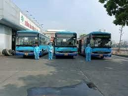 Hà Nội huy động xe buýt đưa người đến khu cách ly tập trung