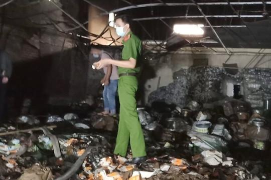 Cần Thơ: Cháy lớn ở khu chứa bao bì, thiệt hại hàng tỉ đồng