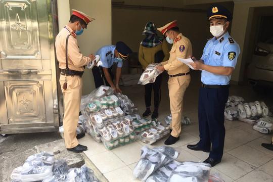 Quảng Ninh: Phát hiện hàng trăm đôi giày dép giả mạo nhãn hiệu