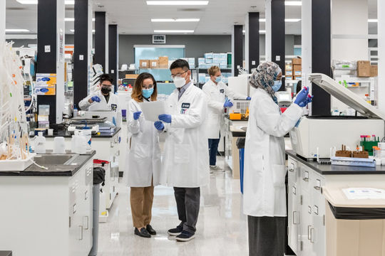 Vingroup nhận chuyển giao độc quyền công nghệ sản xuất vắc xin mRNA phòng COVID-19
