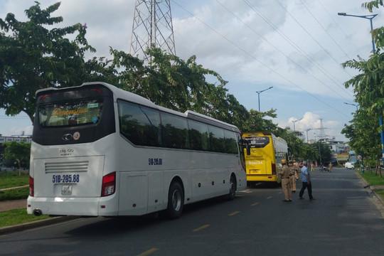 TP HCM: Tạm giữ 2 xe khách chở nhiều người dân về quê không đúng quy định
