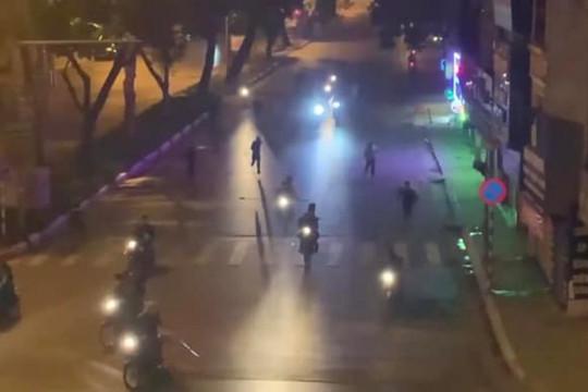 Hà Nội: Khởi tố 8 thanh niên cầm hung khí náo loạn trên đường