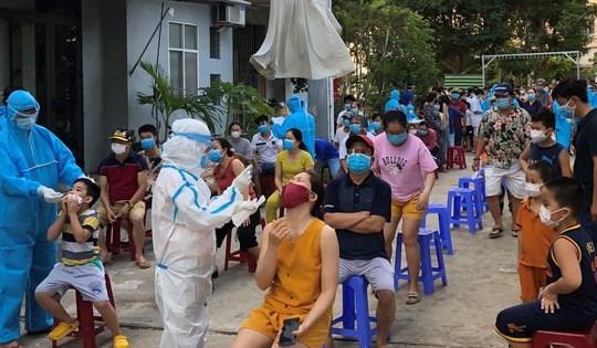 Cảnh cáo, giáng chức Phó Chánh văn phòng Đoàn ĐBQH và HĐND Đà Nẵng tát nhân viên y tế
