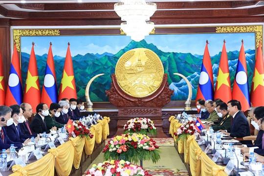 Tổng Bí thư, Chủ tịch nước Lào đón và hội đàm với Chủ tịch nước Nguyễn Xuân Phúc
