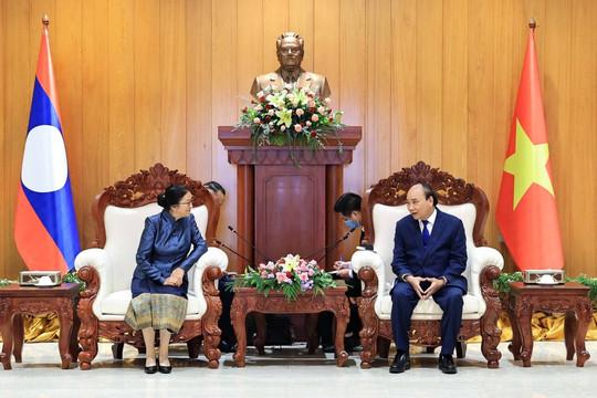 Chủ tịch nước Nguyễn Xuân Phúc tiếp kiến các Phó Chủ tịch nước Lào
