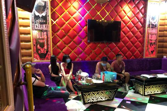 """13 đối tượng """"phê"""" ma túy trong quán karaoke bất chấp lệnh cấm"""