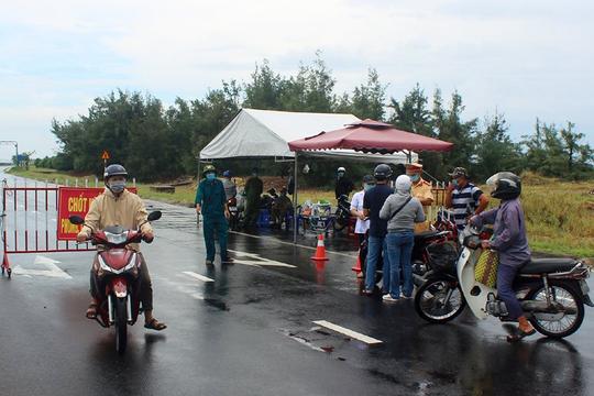 11 người được vận chuyển trái phép về Phú Yên, phát hiện 1 ca dương tính Covid-19