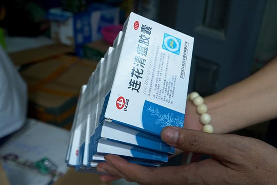 Bắt quả tang lô thuốc hỗ trợ điều trị COVID-19 nhập lậu vào TP.HCM