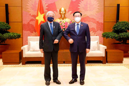 Chủ tịch Quốc hội Vương Đình Huệ tiếp Điều phối viên Liên Hợp Quốc
