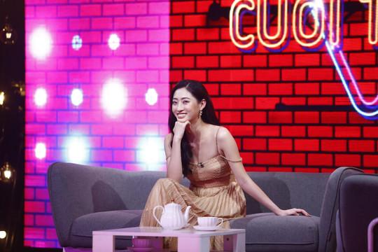 Hoa hậu Lương Thùy Linh vừa lắc vòng vừa làm toán ở Cuộc hẹn cuối tuần
