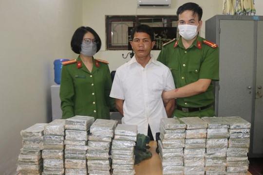 Điện Biên: Bắt 2 đối tượng vận chuyển 98 bánh heroin để nhận 300 triệu đồng