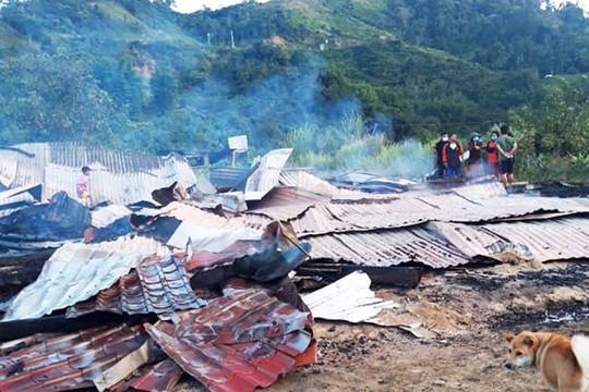 Cháy trong đêm, ngôi nhà của hai vợ chồng giáo viên bị thiêu rụi