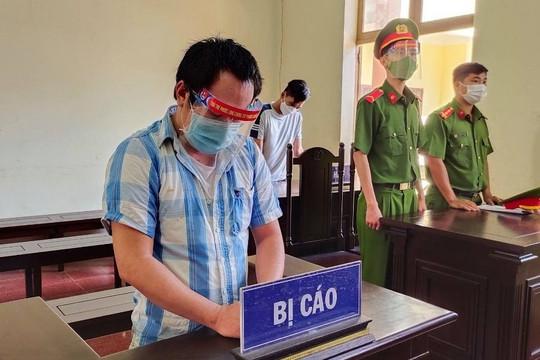 Lĩnh án 30 tháng tù vì đấm vào mặt công an tại chốt kiểm dịch