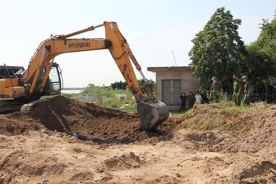 Phát hiện vụ chôn lấp 500 tấn nghi là chất thải công nghiệp