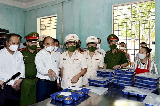 Chủ tịch nước kiểm tra công tác xét đặc xá tại Trại giam Ngọc Lý, Bắc Giang