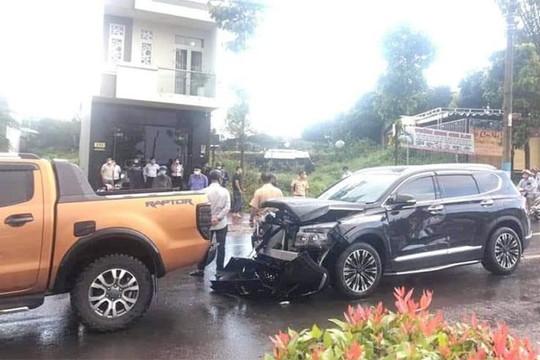 Mâu thuẫn nợ nần, tông xe ô tô và nổ súng trên đường