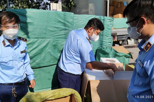 Dừng chờ dỡ hàng, xe tải chở gần 300.000 vật tư y tế bị bắt giữ tại TP.HCM