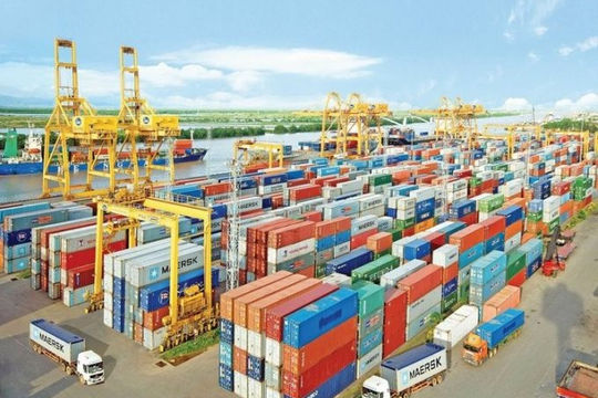 Trị giá xuất nhập khẩu giảm 18% nửa đầu tháng 8