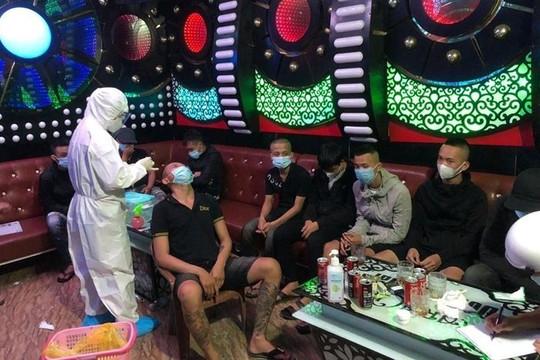 """Đột kích quán karaoke phát hiện 21 thanh niên """"bay lắc"""", phê ma túy"""