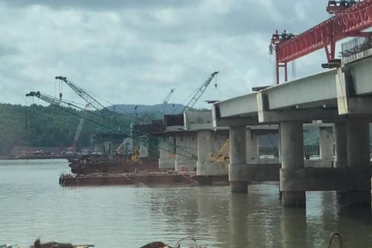 Một công nhân bị rơi xuống sông mất tích khi xây cầu dự án cao tốc