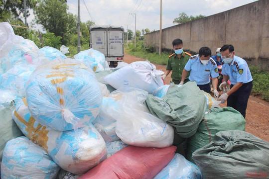 Phát hiện trên 1 tấn khẩu trang lỗi được tái chế để kiếm lợi nhuận