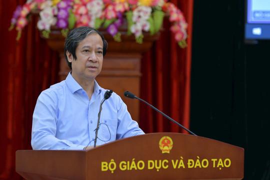 Bộ trưởng Bộ GDĐT: Các trường tiếp tục đẩy mạnh nghiên cứu thuốc, công cụ phòng chống dịch