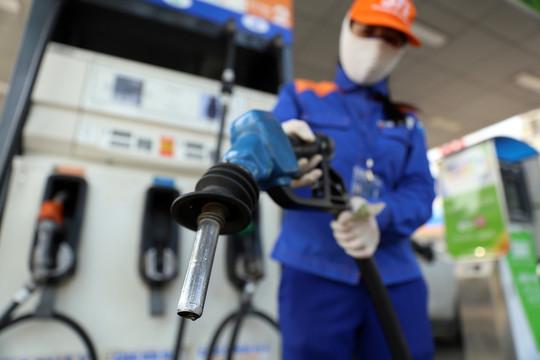 Giá xăng, dầu đồng loạt giảm mạnh từ 15h chiều nay