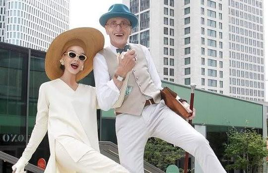 Cặp đôi fashionista U80 gây bão MXH với phong cách siêu đỉnh