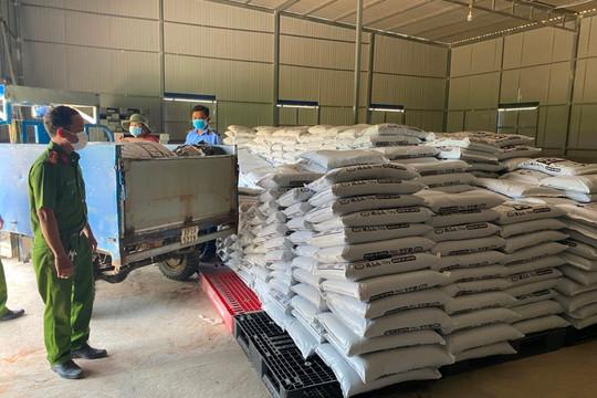 Phát hiện 12.000 kg phân hữu cơ Nippon Yuki của Nhật Bản tại cơ sở không có giấy phép kinh doanh