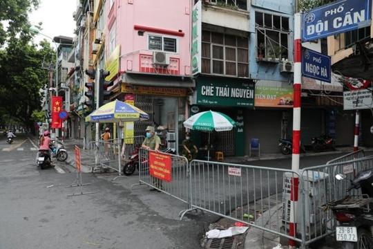 Hà Nội: Hai mẹ con thường xuyên đi chợ Ngọc Hà mắc Covid-19, quận Ba Đình ra thông báo khẩn