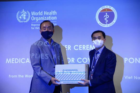 WHO bàn giao lô vật tư y tế trị giá hơn 410.000 USD cho Việt Nam