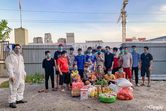 San sẻ yêu thương giúp đỡ những người lao động mắc kẹt ở Hà Nội