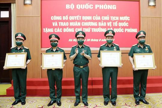 5 Thứ trưởng Bộ Quốc phòng được Chủ tịch nước tặng Huân chương Bảo vệ Tổ quốc
