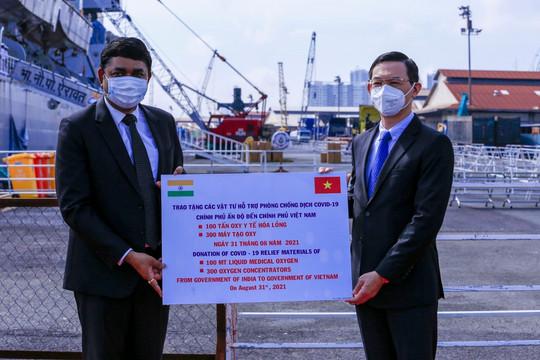 Ấn Độ tặng Việt Nam 100 tấn ô-xy lỏng và 300 máy tạo ô-xy