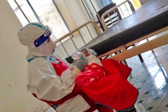 Gia Lai: Bé trai chào đời an toàn tại bệnh viện điều trị Covid-19 cơ sở 3