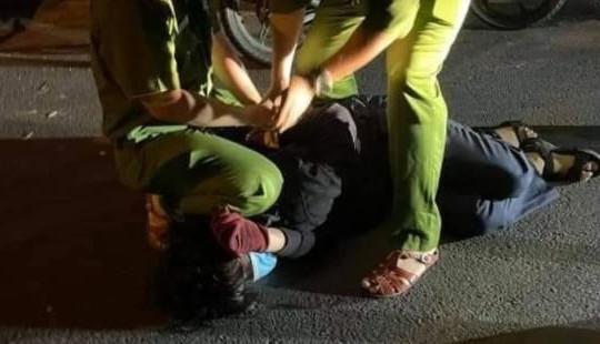 Thiếu niên xông vào nhà dân đâm hai người bị thương