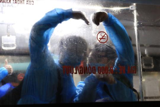 Di dời gần 1.200 người ở ổ dịch Thanh Xuân Trung lên Hòa Lạc