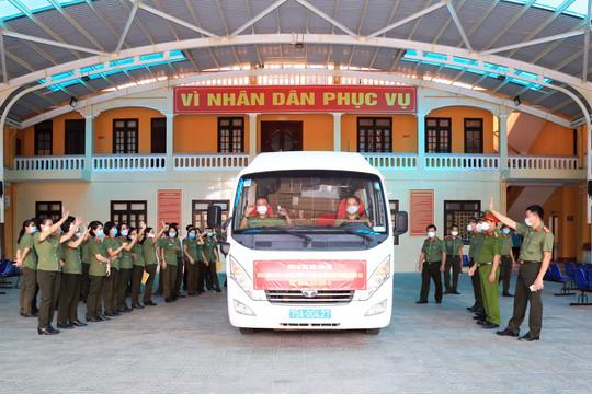 Công an  Thừa Thiên Huế vận chuyển hàng ngàn thiết bị y tế hỗ trợ các tỉnh phía Nam chống dịch