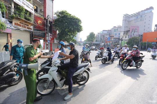 Quy trình cấp giấy đi đường, thẻ mua hàng tại Vùng 1 của Công an Hà Nội