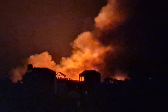 Video: Cháy nổ như bom tại ngoại thành Hà Nội