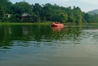 Lật nhà bè tự chế trên hồ nước sâu, 2 người đàn ông tử vong
